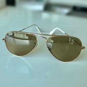✨SALE✨ Ray-Ban Aviator Almost New, Sunglasses
